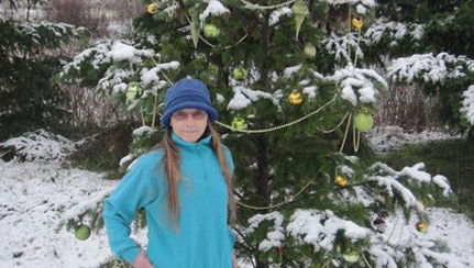Holly's-wild-Christmas-tree-in-the-snow